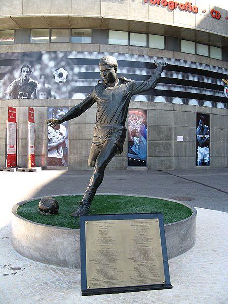 Eusébio - Sport Lisboa e Benfica: Eusébio Statue, Sculptures Statues