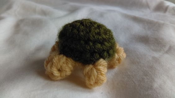 Surprisingly, this tortoise is NOT for my boyfriend. It's actually a small gift for another friend who, guess WHAT, loves tortoises and turtles. :D