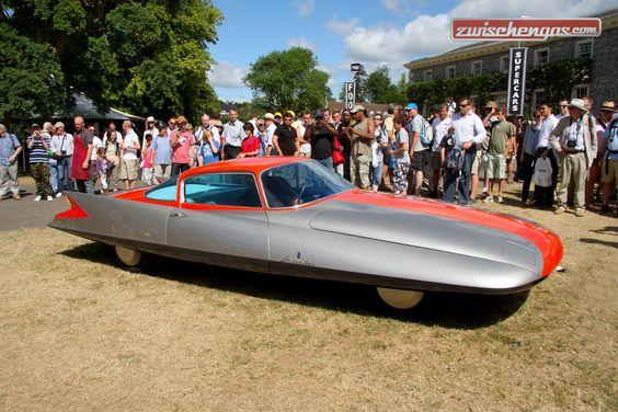 Die amerikanischen Dreamcars, wurden mit Jet-Nasen, Flugzeug-Kanzeln oder Leitwerken ausgerüstet: http://www.zwischengas.com/de/FT/fahrzeugberichte/Flug-oder-Fahrzeug-der-Chrysler-Ghia-Gilda-Streamline-X-1955-war-fast-beides.html?utm_term=Flug-+oder+Fahrzeug+-+der+Chrysler+Ghia+Gilda+Streamline+X+1955+war+fast+beides  Foto © Brian Snelson