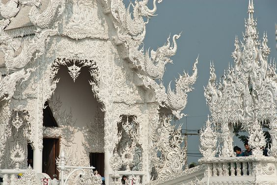 ワットロンクン寺院です。