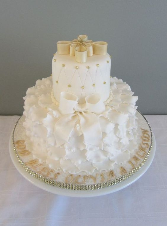 White and Gold Baptism cake - http://goo.gl/ugFZGk