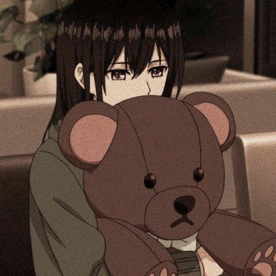 Gambar Anime Sedih Cewek Membawa Boneka