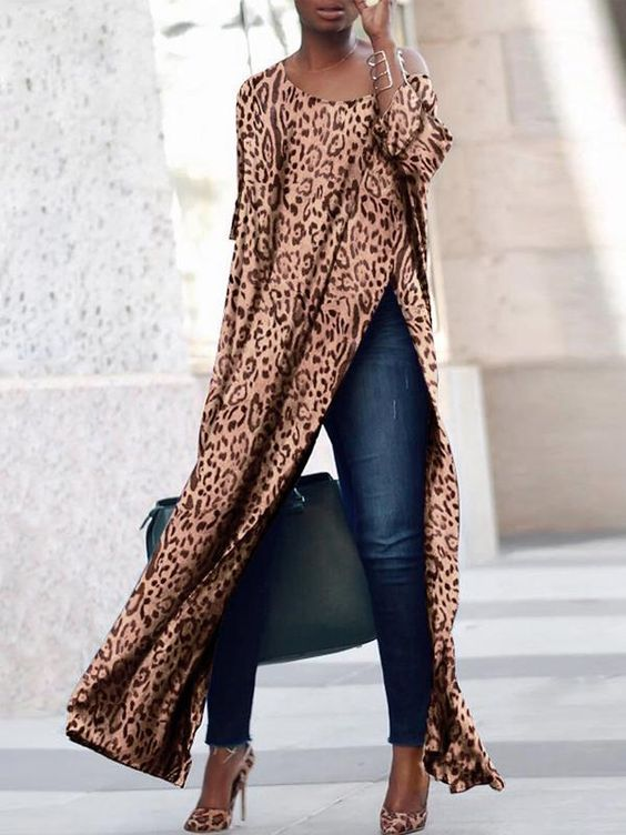 Scoop Neck Side Vented Leopard Print T-Shirts