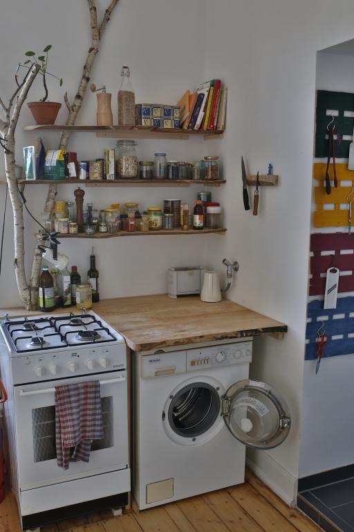 badezimmer-traum in köln-neuehrenfeld: holzschrank, holzspiegel