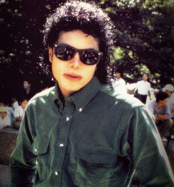 Michael Jackson fez uma única passagem pela China  (a passeio) em outubro de 1987. Em meio a várias turnês pela Ásia - com shows no Jap...