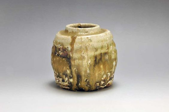 Shigaraki anagama tenday anagama wood fired wall hanging vase with hook by kanzaki shiho