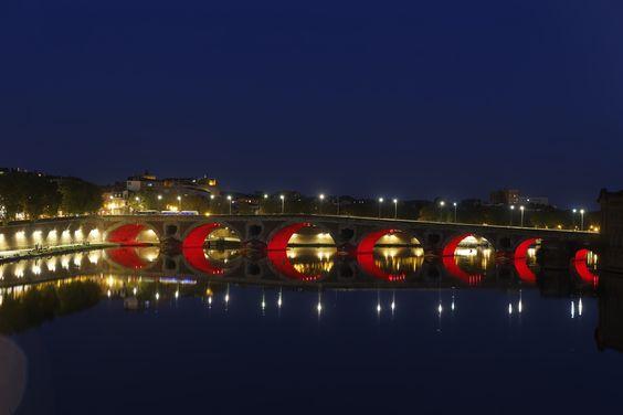 Le Pont Neuf illuminé . © P. Nin - Ville de Toulouse. #visiteztoulouse