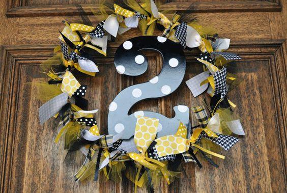 Preppy bumblebee party: Lindley is 2! | Chickabug. Festa de 2 anos de menina com o tema abelhinha. Enfeite de porta.
