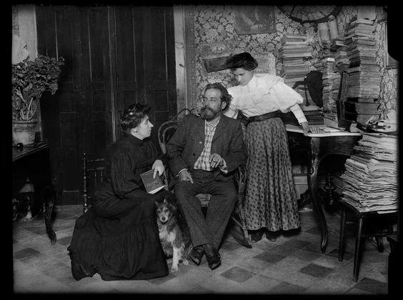 Alejandro Sawa con su familia, 1908, por Luis Ramón Marín.