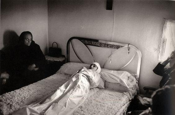 Velatorio en Pedro Bernardo,1969. Foto de Fernando Gordillo.