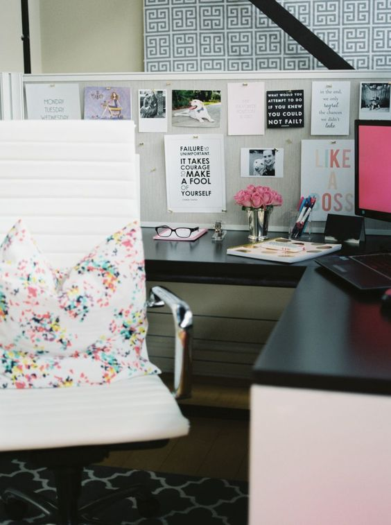 Cute cubicle offices and love the on pinterest for Cute cubicle ideas