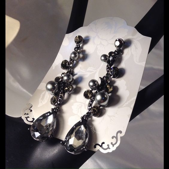 Black Vine Vintage Style Earrings These beautiful earrings feature black and gray color rhinestones on silvertone setting. Measure 3 inches long. ❌This closet does not trade or use PayPal ❌ Jewelry Earrings