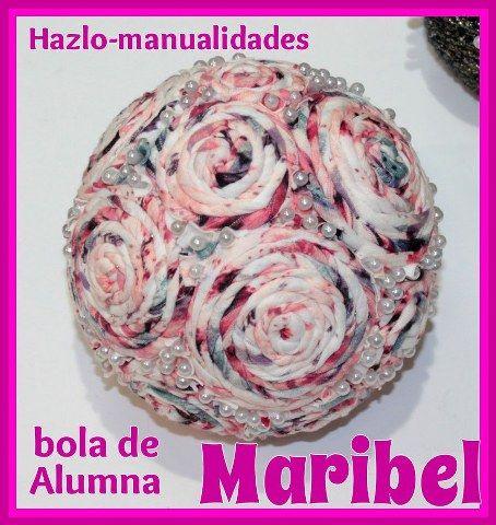 Personalizar tu hogar es importante para crear el ambiente ideal. Nuestra alumna Maribel es sumamente creativa y ha confeccionado esta fantástica bola decorativa. ¿Os animáis a participar en nuestros cursos?