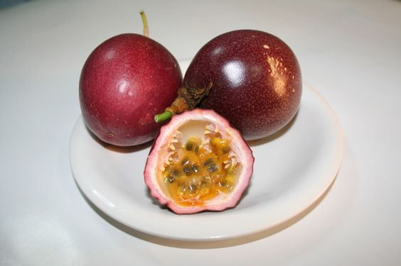 Ficheiro:Passion fruit red. Maracujás vermelhas