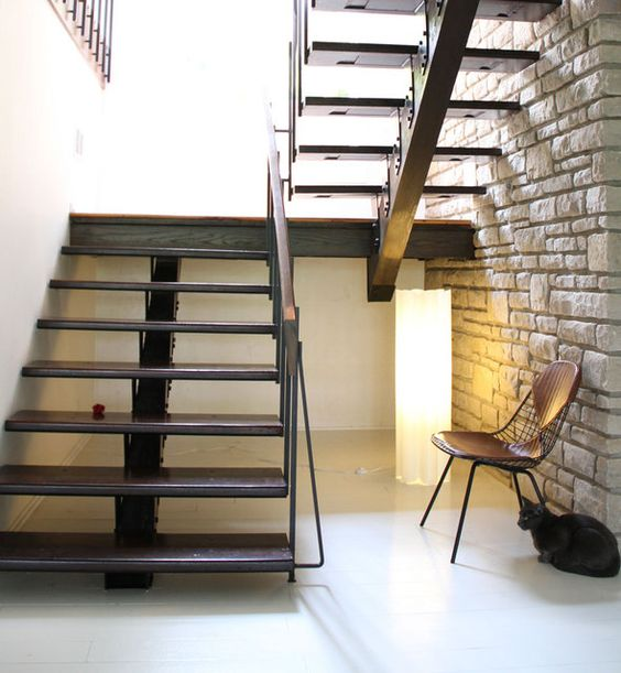 Love these stairs.  From Amy Butler's house via Apartment Therapy.