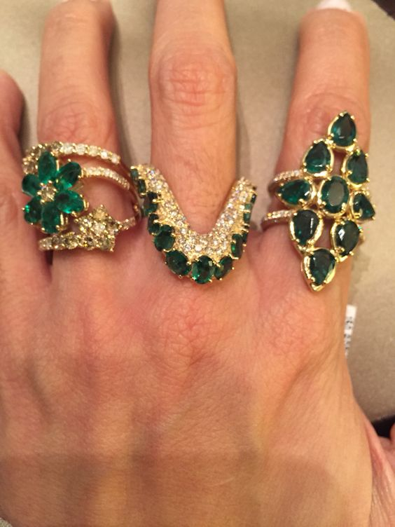 Emeralds and diamonds. Just espectacular!!!