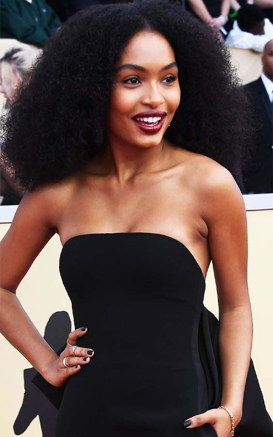 See Here How Is Looking The The Beautiful And Cute Yara Shahidi Walking On Red Carpet Awards In 2018 She Has Hair Styles Curly Hair Styles Natural Hair Styles
