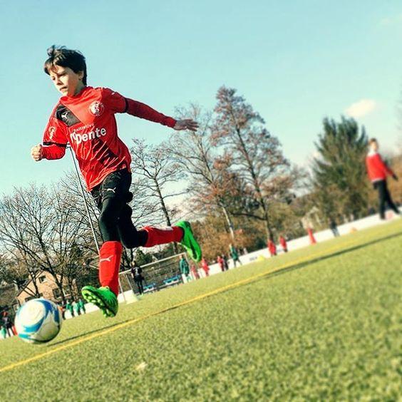 Zweites Spiel - zweiter Sieg #FussballMitBiss #Fußball #Fussball  #Sponsoring #prodente #trikotsponsoring #werbung #zähne #zahngesundheit #Spieltag #Aufstieg #Rückrunde #Aufstiegsrunde #Soccer #Football #matchday #match #prodente #Kunstrasen #U13 #DJugend #field #goal #whistle #kickoff