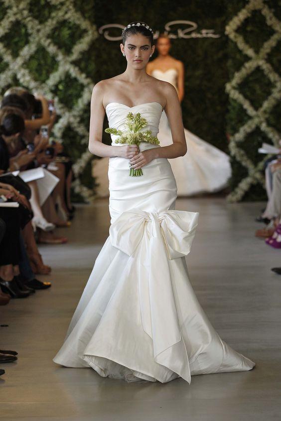 OSCAR DE LA RENTA BRIDAL 2013 - PHOTO BY DAN LECCA: Bridal 2013, Weddingdress, Oscar De La Renta, Wedding Ideas, Wedding Dresses, Wedding Gowns, Bridal Gowns