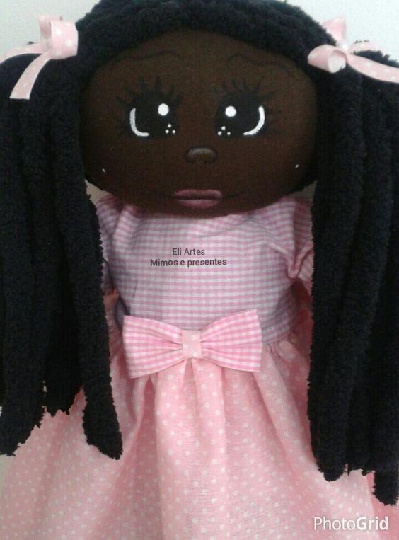 Linda boneca negra pra brincar ou decorar. Encomendas email. livreartes@hotmail.com