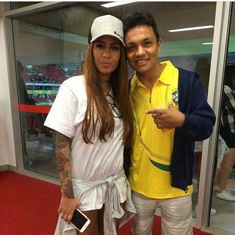 WEBSTA @ minharafaella - Rafa com fã no jogo da seleção em Brasília! 💜…
