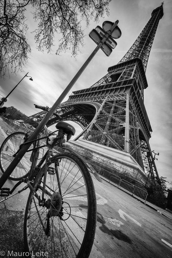 Vue Tour Eiffel Voyage Onirique Paysage Noir Et Blanc Photo Noir Et Blanc Photographie Noir Et Blanc