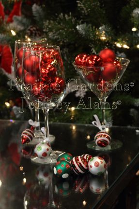 Merry and Bright Wine Charms, make your own out of mini ornaments and ribbon!