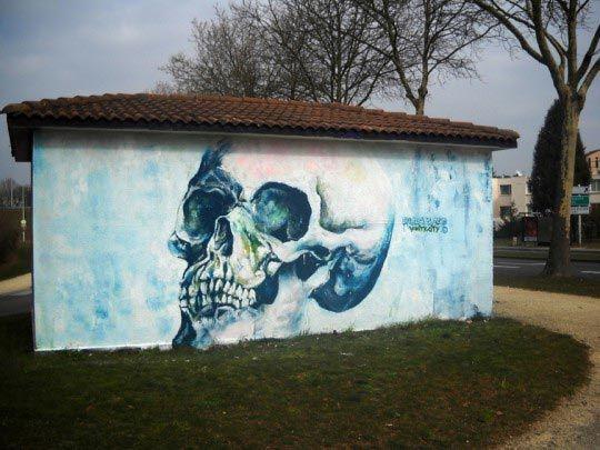 Fred Calmets, Vanity & skull in the city, Technique mite, 2010 ©
