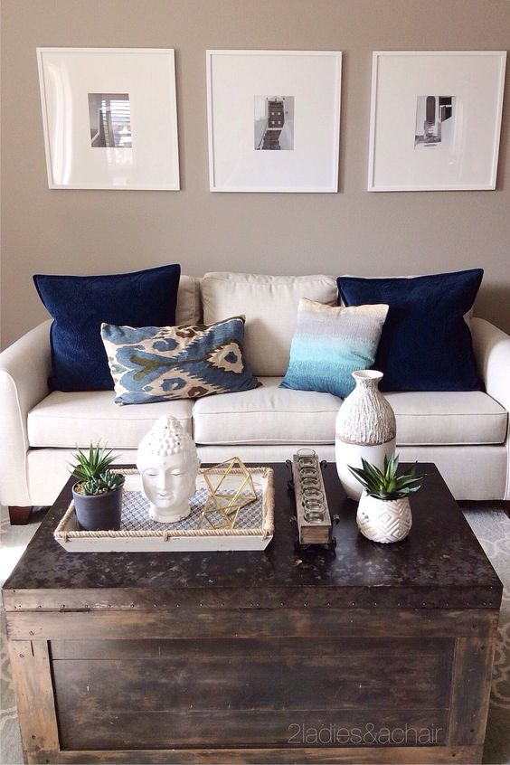This living room is shared with the dining room. Keeping it with the same color palette, we shopped HomeGoods for accessories. This amazing coffee table is the result! We decorated it with all these fabulous textured items. Sponsored by HomeGoods: