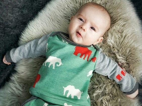 DIY-Anleitung: Praktisches Shirt für Babys nähen, stylische Kindermode / DIY tutorial: sewing convenient shirt for babies, stylish children's fashion via DaWanda.com