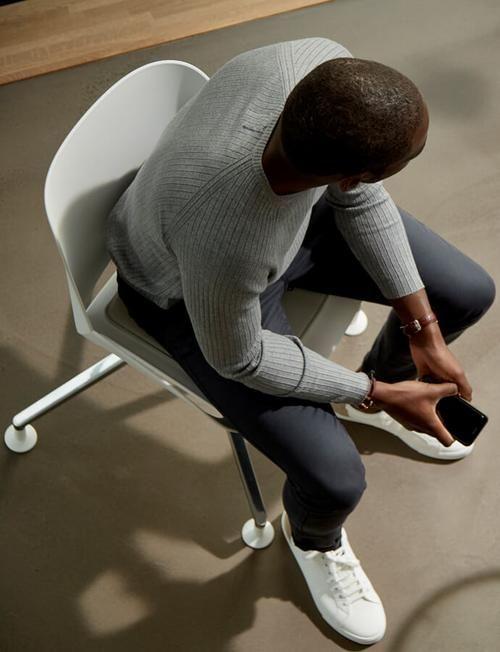 Hohenverstellbare Schreibtische Und Ergonomische Burostuhle Von Aeris In 2020 Burostuhl Ergonomisch Stuhle Gleiter