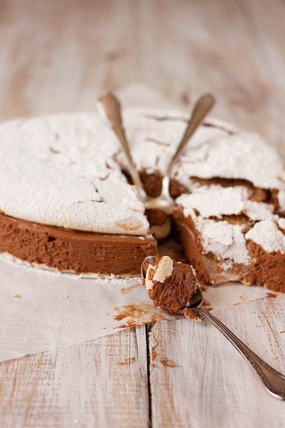 TARTA DACQUOISE DE MERENGUE DE AVELLANAS Y MOUSSE DE MOCA Y CHOCOLATE   Sweet And Sour