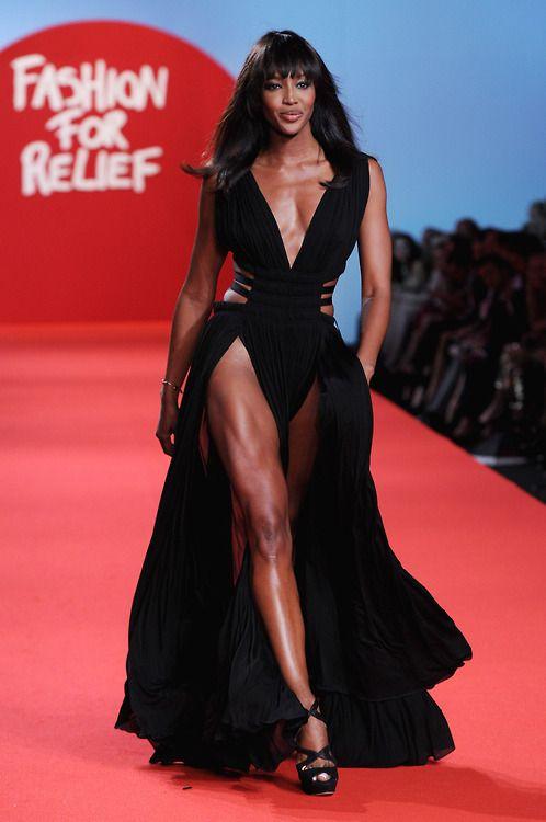 Do the Naomi Campbell walk, Naomi Campbell walk. Walk across the room like Naomi Campbell!