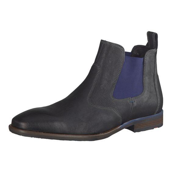 Der modische Herren Chelsea Boot von LLOYD aus schwarzem, leicht genarbtem Leder mit typischen, blauen Elastikeinsätzen ist der perfekte Begleiter im Winter.