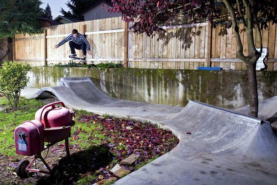 Backyard Skatepark Ideas : skatehome circuit in the garden Skate house Dise?o de skateparks