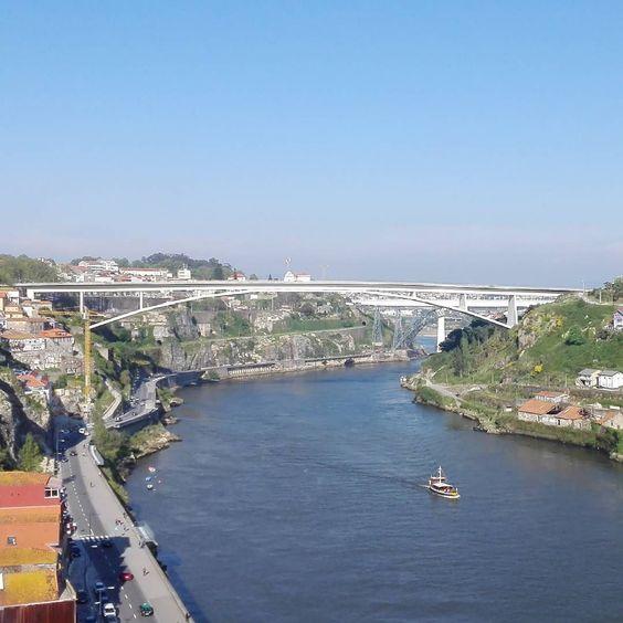 Porto. #Porto #pontesdoporto #Douro #quantaspontesatravessamoDouro by pedromfelizardo