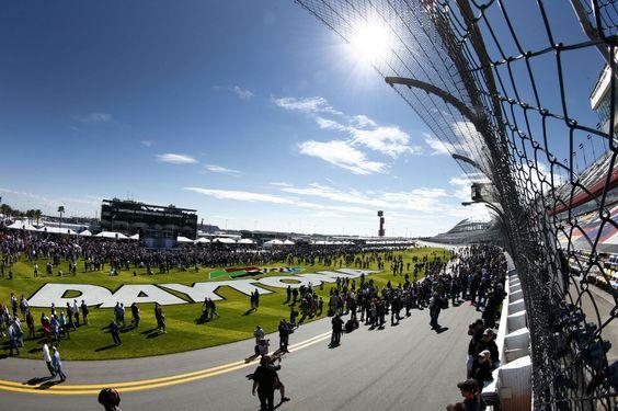 Porsche als Rekordsieger beim Sportwagenklassiker in Florida Als erfolgreichster Hersteller in der Geschichte der 24 Stunden von Daytona ist Porsche am 24. Januar auch bei der 53. Auflage des Sportwagenklassikers ... weiterlesen