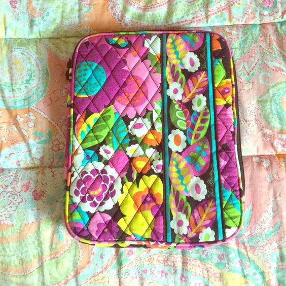 Vera Bradley iPad/tablet case NWOT NWOT iPad/tablet case. I bought it but then decided I needed a hard case. Vera Bradley Accessories Tablet Cases
