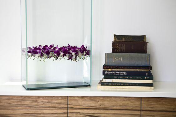 Gorgeous flower arrangement idea - Daun Curry of Modern Declaration