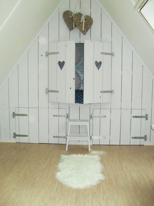 Een bedstee op zolder gaaf met die sluitingen ipv een hartje een sterretje in de deur - Furbishing een kamer op de zolder ...