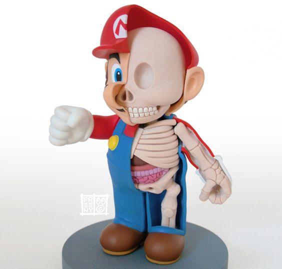 O artista americano Jason Freeny apresenta ícones do universo infantil em formato toy art como se tivessem sido dissecados, mostrando uma perspectiva curiosa.