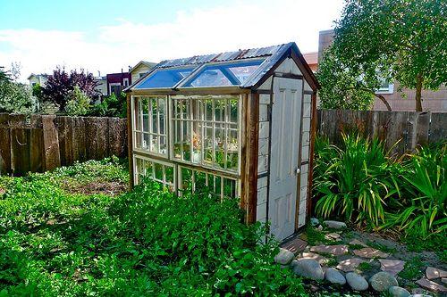 adorable mini-greenhouse :: perfect for the small plot ::
