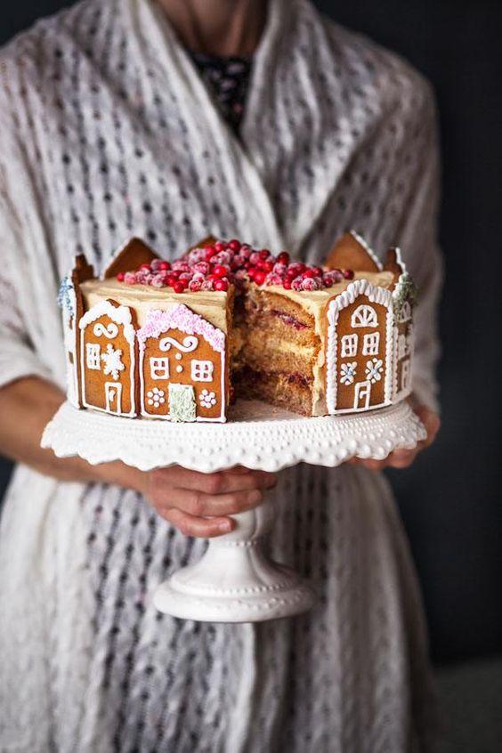 jultårta med pepparkakshus