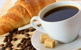 Café y croissant! Delicioso a toda hora