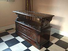 Monks bench; fermé, utilisation pour un surface de rangement, comptoir, etc.