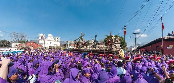 Procesion de la imagen de Jesus de Nazareno de la Caida, Antigua Guatemala.