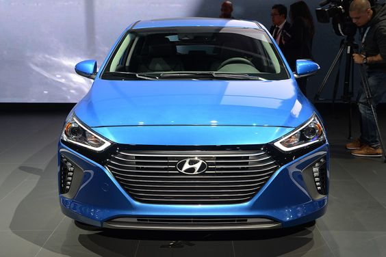 Hyundai Promises a 250-mile EV for 2020