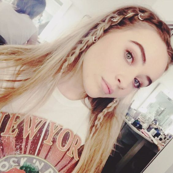 I love her hair with braids in it...