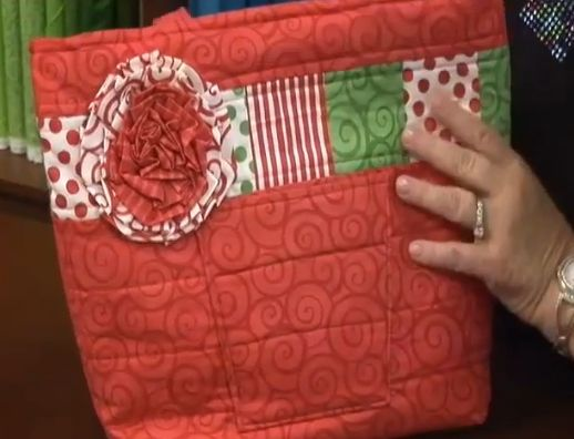 Penny Sturges joins Patrick Lose with some great purse and tote bag gift ideas for the ladies on your holiday shopping list and shows how to create a simple fabric posy that can be used to adorn your gifts. #quiltproject #smallproject