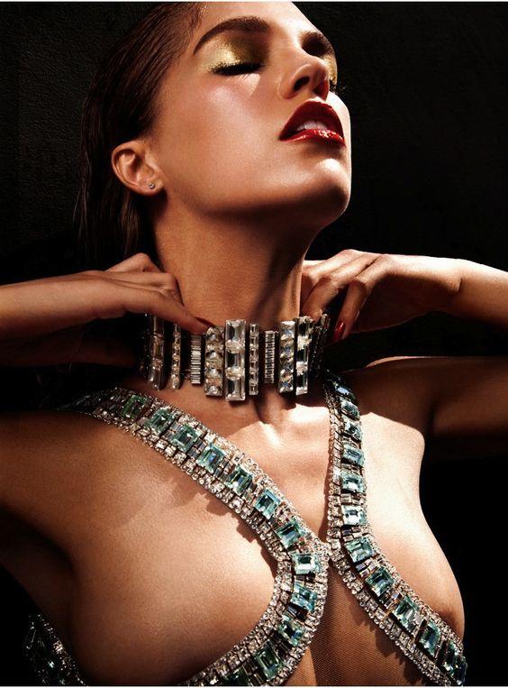 nude girls in jewelry